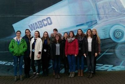 Technikantinnen zu Besuch bei WABCO Vehicle Systems und Johnson Controls